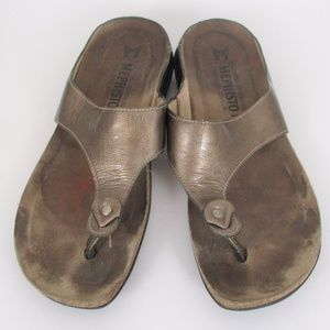 Mephisto 39 Gold Leather Thong Flip Flop Sandals